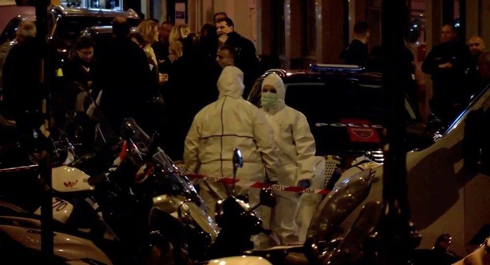 Paris, bıçaklı saldırı