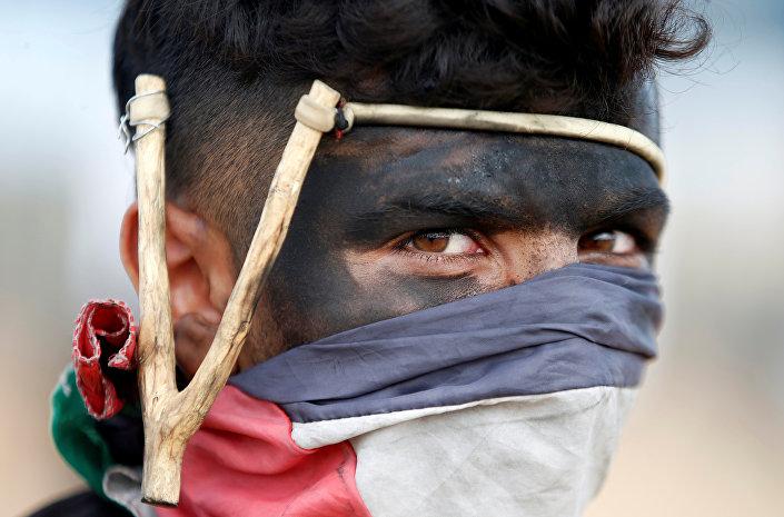 'Büyük Geri Dönüş Yürüyüşü' eylemi, Filistinlilerce 'Toprak Günü' olarak anılan 30 Mart'ta 6 hafta sürmesi hedefiyle başladı. Eylemin bitiş tarihi olan 15 Mayıs Nakba (Felaket) gününde, 1948'de İsrail devletinin kurulmasıyla birlikte yüz binlerce Filistinli'nin evlerinden olması anılıyor.