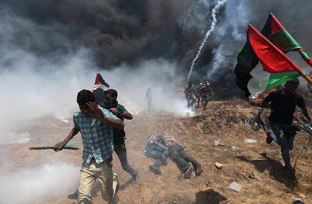 İsrail'in Gazze sınırına yaklaşanı vuracağı uyarısına rağmen on binlerce Filistinli protestolara katıldı. Fen öğretmeni Ali ''Bu büyük günde İsrail duvarını geçip İsrail'e ve dünyaya ebediyen işgali kabul etmediğimizi ilan edeceğiz. Pek çok şehit verebiliriz, ama dünya mesajımızı duyacak: İşgal sona ermek zorunda'' diye konuştu.