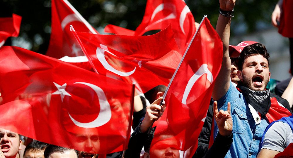 İngiltere'de Cumhurbaşkanı Erdoğan'ı destekleyen grup