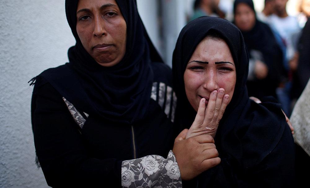 Leyla'nın annesi Meryem el Gandur, İsrail güçlerinin, sevmeye doyamadığı yavrusunu elinden aldığını söyledi. Gözü yaşlı anne Gandur, önceki gün Leyla hasta olduğu için gösterilere katılamadığını ancak kendisinden habersiz Leyla'nın 13 yaşındaki abisinin kardeşini alarak anneannesinin yanına gösterilerin olduğu Gazze sınırına götürdüğünü anlattı. Kızının her daim gülen bir bebek olduğunu ifade eden Gandur, göz yaşartıcı gaz bombaları nedeniyle yaşamını yitirdiğini belirttiği evladının ölümünden İsrail'in sorumlu olduğunu söyledi.