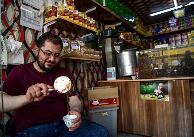 Suriyeliler girişimcilikleri, yatırımları, açtıkları işletmelerle Türkiye ekonomisine katkıda bulunuyor, birçok Suriyeli işletmeci 'Türk kardeşlerine müteşekkir olduklarını' söylüyor.