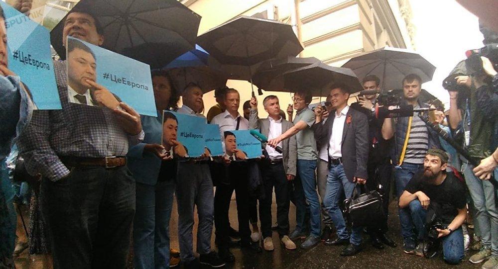 Tutuklanan RİA Ukrayna yöneticisi için Moskova'da destek protestosu