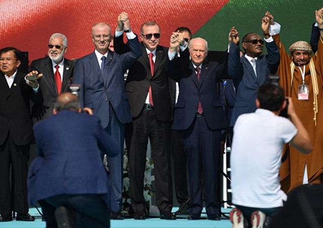 'Zulme Lanet Kudüs'e Destek' mitingine Cumhurbaşkanı Erdoğan, Başbakan Yıldırım, MHP Genel Başkanı Bahçeli ve BBP lideri Destici katıldı.