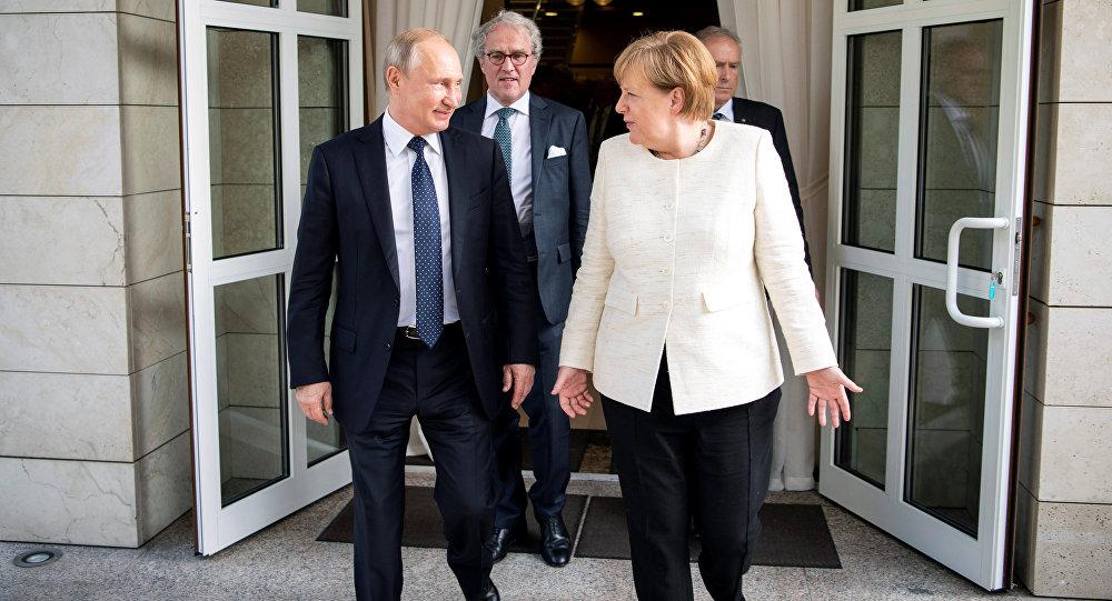 Putin, Merkel ile görüştü
