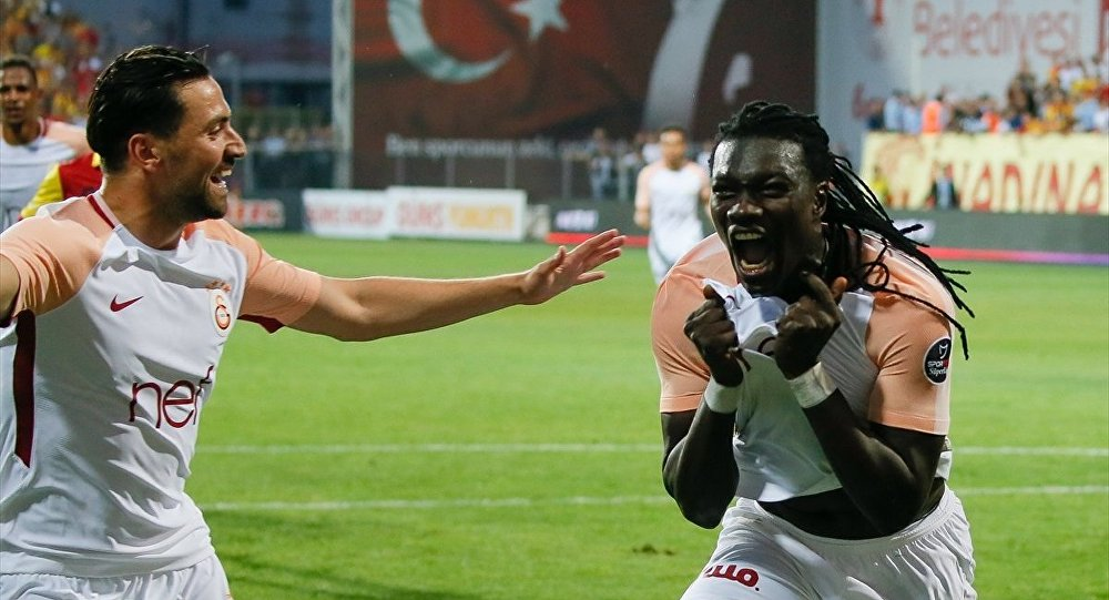 Bafetimbi Gomis'in gol sonrası sevinci