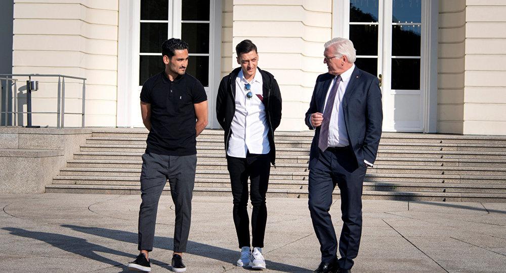Frank-Walter Steinmeier- Mesut Özil-İlkay Gündoğan