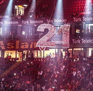 Taraftarlar, Türk Telekom Stadı'ndaki kutlamalar için yerlerini aldı.