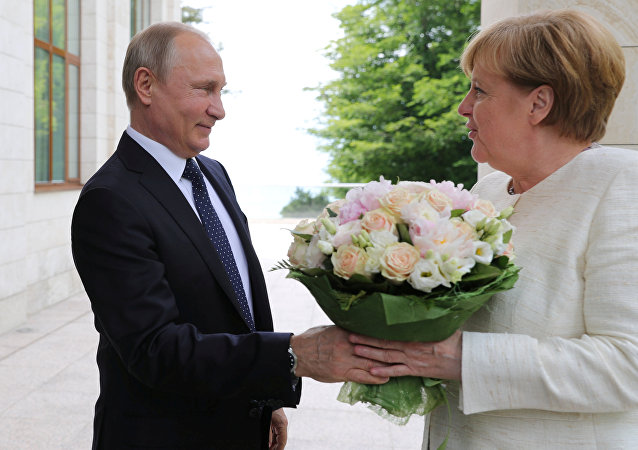 Vladmir Putin ve Angela Merkel