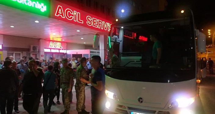 Amasya 15. Piyade Eğitim Tugay Komutanlığında 81 asker, akşam içtimasının ardından çeşitli şikayetlerle hastaneye kaldırıldı.