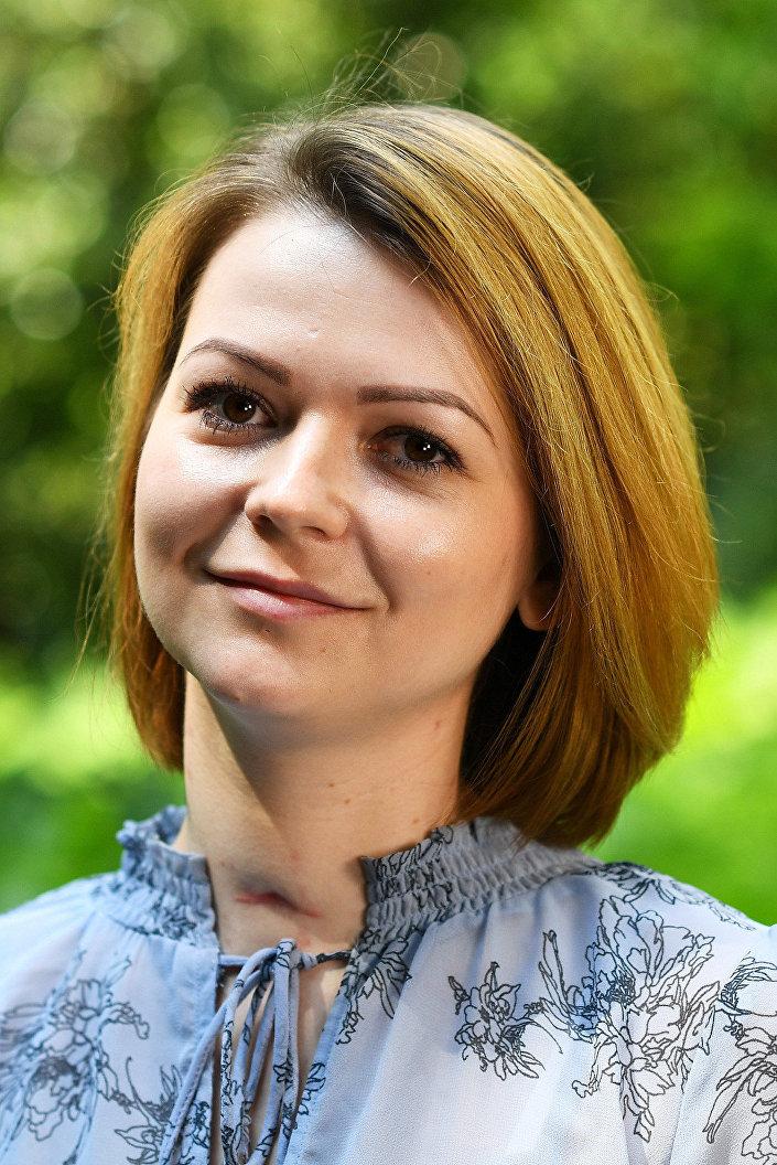 Sosyal medya kullanıcıları Yuliya Skripal'in boynundaki yara izine dikkat çekti