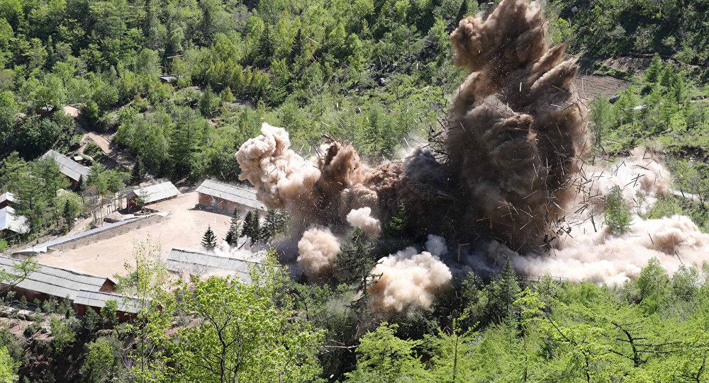 Kuzey Kore'nin Punggye-ri nükleer silah deneme sahasının imhası sırasında bir komuta tesisi havaya uçurulurken, 24  Mayıs 2018