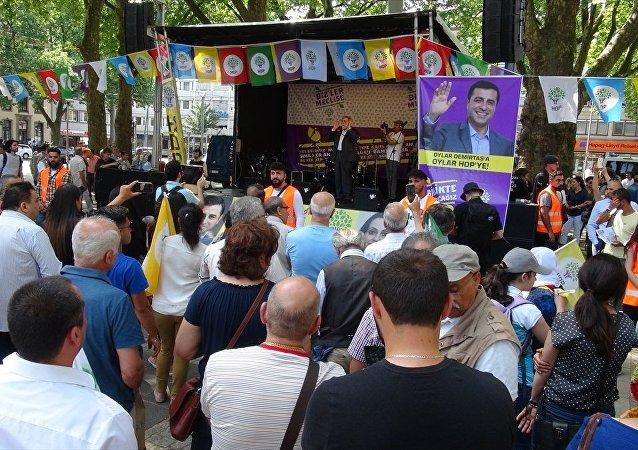 HDP, Dışişleri Bakanlığı'nın tepki gösterdiği Köln mitingini gerçekleştirdi
