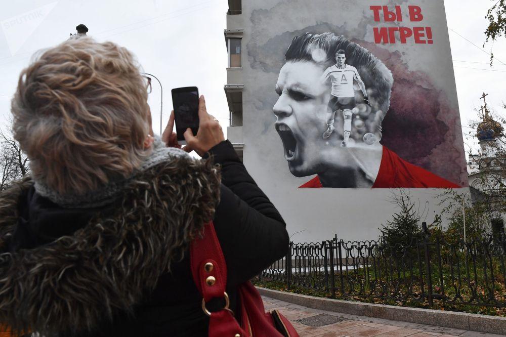 Moskova'da duvarlar graffitilerle renklendi