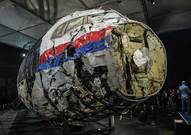 MH17 uçağının yeniden birleştirilen enkazı