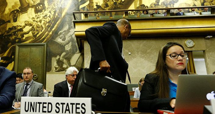 Birleşmiş Milletler (BM) Cenevre Ofisi'nde devam eden Silahsızlanma Konferansı'nı terk eden ABD Temsilcisi Robert Wood