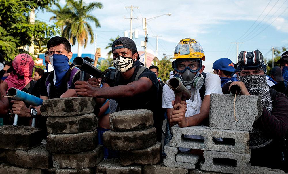 Nikaragua İnsan Hakları Merkezi (CENIDH) bir dizi kentte hükümet karşıtları ve yanlıları arasında çarşamba ve dün sabah saatlerinde yaşanan çatışmalarda en az 16 kişinin öldüğünü, 88 kişinin de yaralandığını duyurdu. Bu, Devlet Başkanı Daniel Ortega ve iktidardaki partisi Sandinista Ulusal Özgürleşme Cephesi'ne yönelik eylem dalgasının başladığı nisan başından bu yana yaşanan en ölümcül günlerden biri oldu. Ölü sayısı 100'ü bulurken, toplamda 900'den fazla kişi yaralandı.