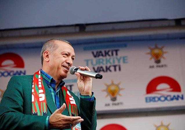 Cumhurbaşkanı ve AK Parti Genel Başkanı Recep Tayyip Erdoğan, partisince Diyarbakır İstasyon Caddesi'nde düzenlenen mitingde konuştu.