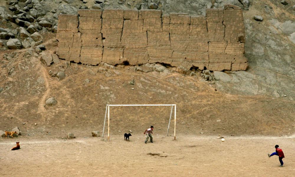 Futbol kalesinden dünya