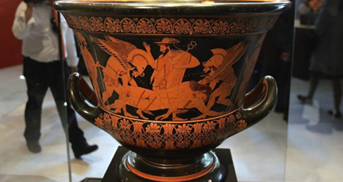 Hem Yunanistan'da hem de Kıbrıs'ta, arkeolojik kazılardan elde edilen taşlar da dâhil olmak üzere tarihi eserler, üzerinde hassasiyet gösterilen bir konu