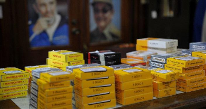 Küba'dan kişi başına en fazla 50 puro ve 2 litre rom çıkarılmasına izin veriliyor.