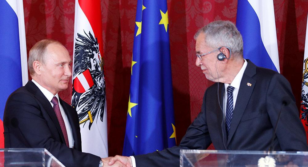 Viyana'yı ziyaret eden Putin, Avusturya Cumhurbaşkanı Van der Bellen ile ortak basın toplantısında