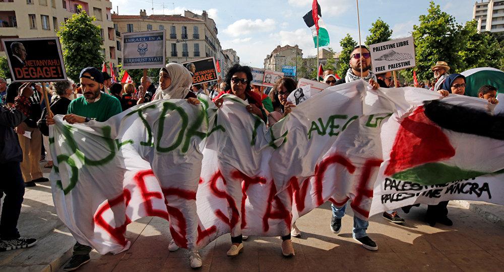 Netanyahu Paris'te protesto edildi