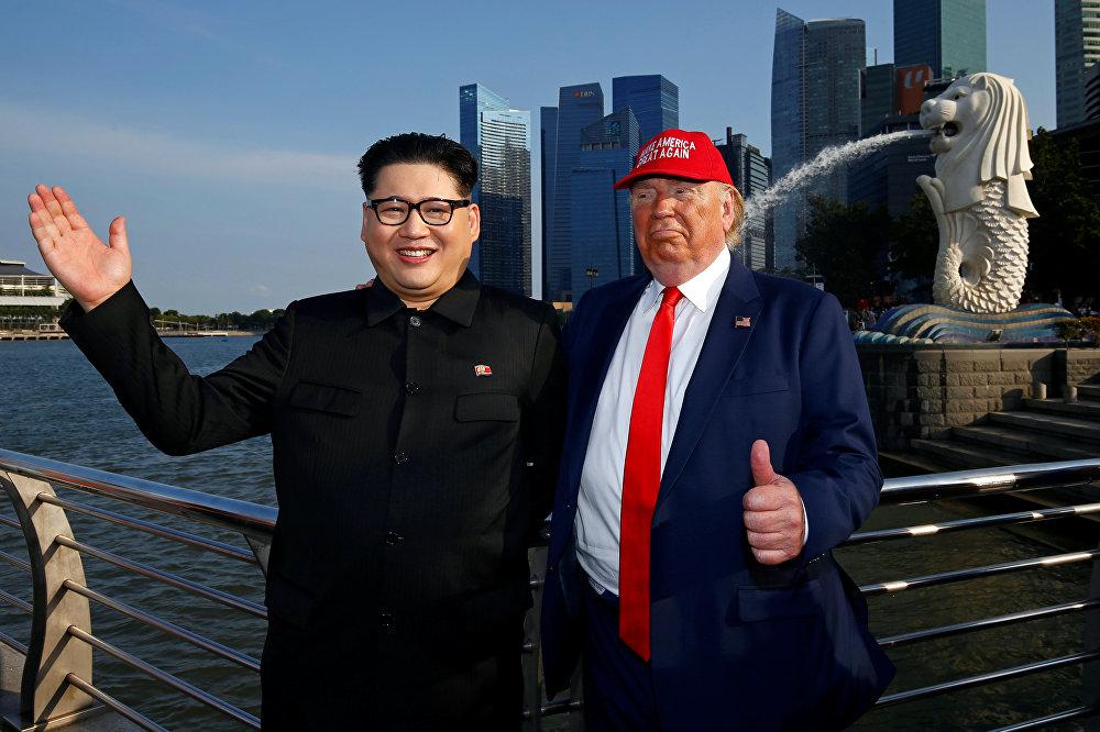 Singapur polisi ve gümrük yetkilileri konu hakkında yorum yapmazken Howard Bana siyasi görüşümün ne olduğunu ve başka ülkelerde protestolara karışıp karışmadığımı sordular. Bana 'Trump-Kim zirvesi var, sen çok hassas bir zamanda geldin' dediler ifadelerini kullandı. Howard ayrıca Singapurlu yetkililerin kendisine 12 Haziran'da Trump-Kim zirvesi için belirlenen iki mekan olan Sentosa Adası'ndan ve Shangri-La'dan uzak durmasının söylendiğini belirtti.