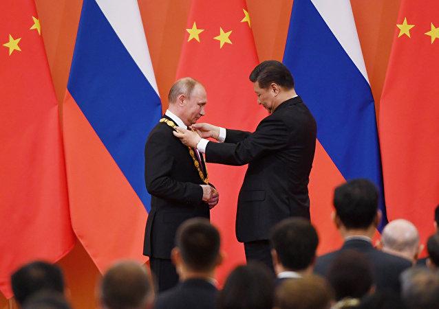 Çin'in 'dostluk nişanı'nın ilk sahibi, Putin