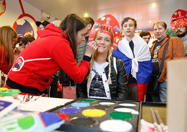 Dünya Kupası'na ev sahipliği yapacak şehirlerden olan Moskova'da FIFA Fan Fest'in açılışı yapıldı.