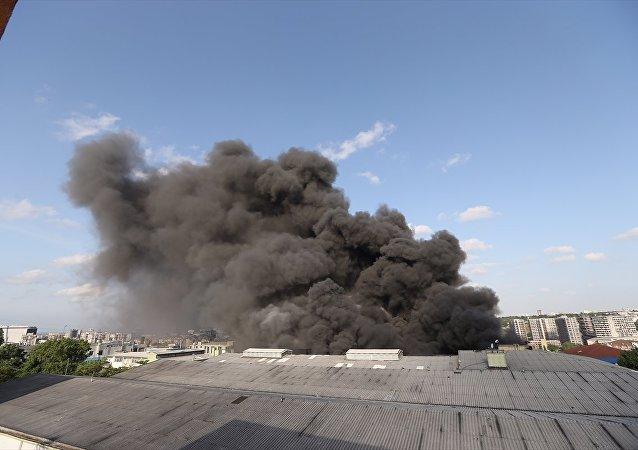 Davutpaşa'daki iplik fabrikasında büyük yangın