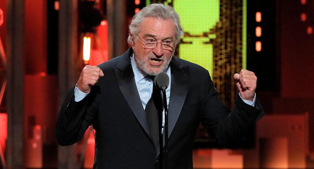 Robert de Niro 74. Tony Ödülleri töreninde Trump'a küfrederken