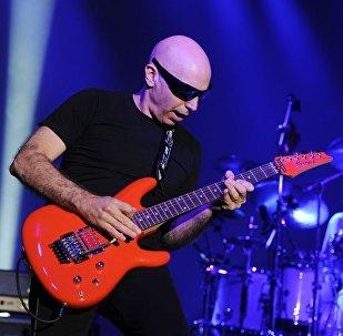 Joe Satriani ile Pentagram aynı sahneyi paylaşacak