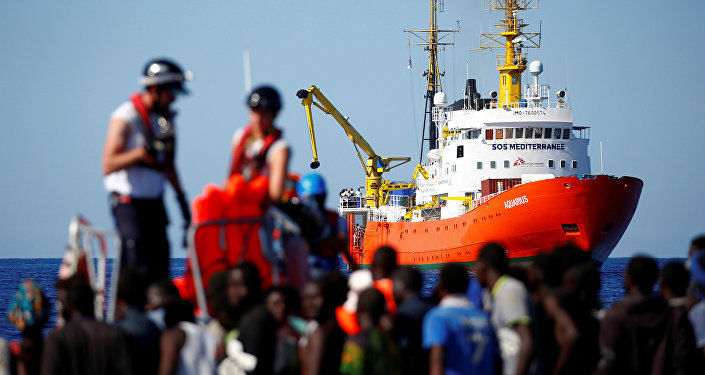 SOS Mediterranee'ye ait The MV Aquarius, Akdeniz'de göçmen kurtarma operasyonunda