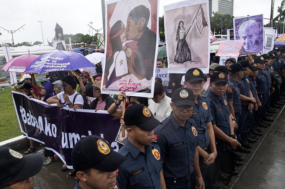 Yürüyüşe katılanlardan Jean Enriquez adlı aktivist Artık yeter diyoruz. Duterte yönetiminin ve kendisinin eylemleri bizim dışarı çıkmamıza katkıda bulundu dedi