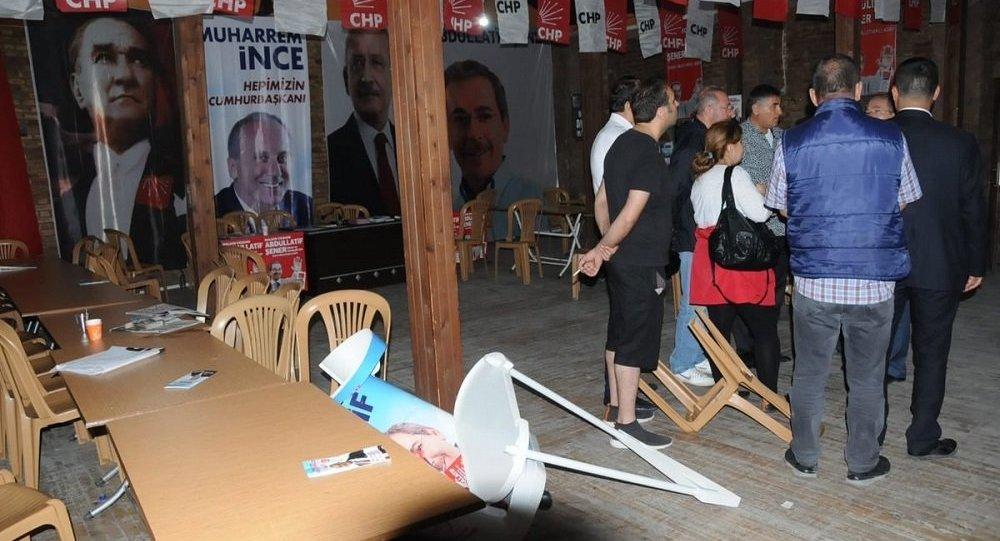 AKP'liler CHP seçim bürosuna saldırdı