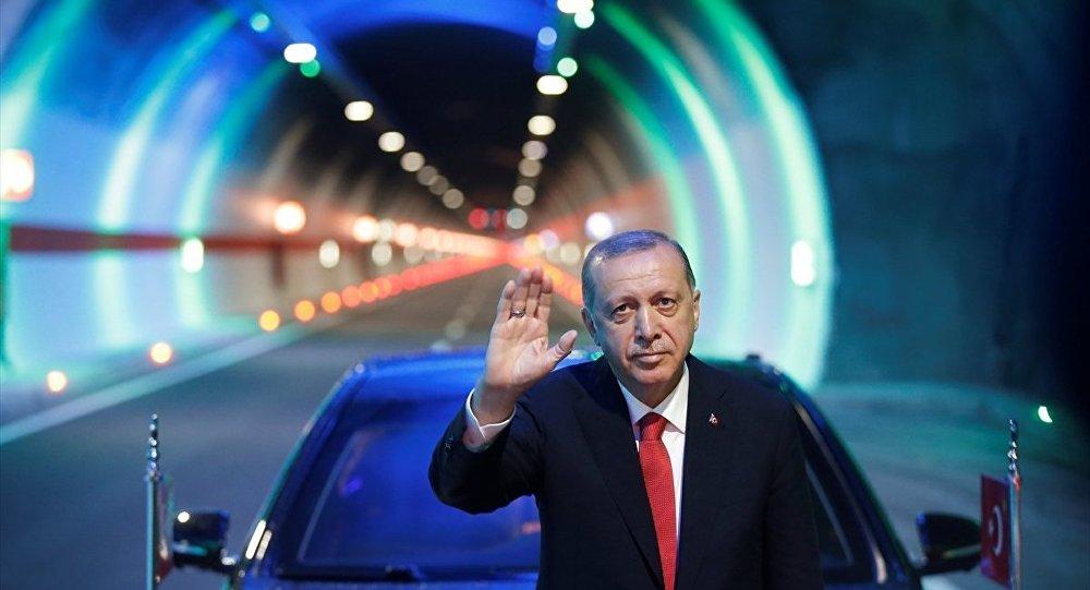 AK Parti Genel Başkanı ve Cumhurbaşkanı Recep Tayyip Erdoğan, Ovit Tüneli'nin açılışını yaptı.