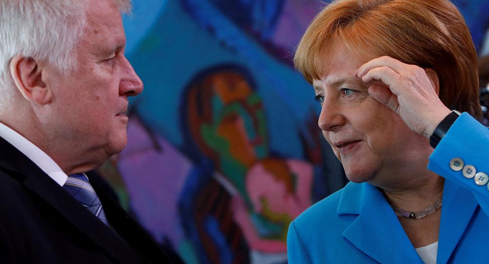 Almanya Başbakanı Angela Merkel- Almanya İçişleri Bakanı ve Hristiyan Sosyal Birlik Partisi (CSU) Genel Başkanı Horst Seehofer