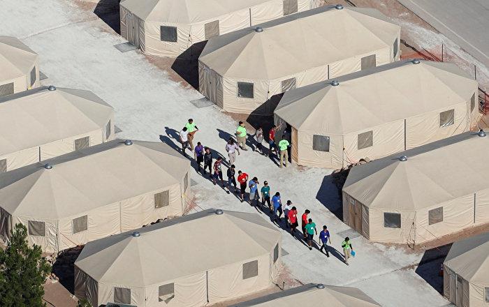Trump'ın göçmen zulmüne ses kaydı darbesi: Sınırda ailelerinden koparılıp kamplara tıkılan çocuklar 'anne-baba' diye hıçkıra hıçkıra ağlıyor