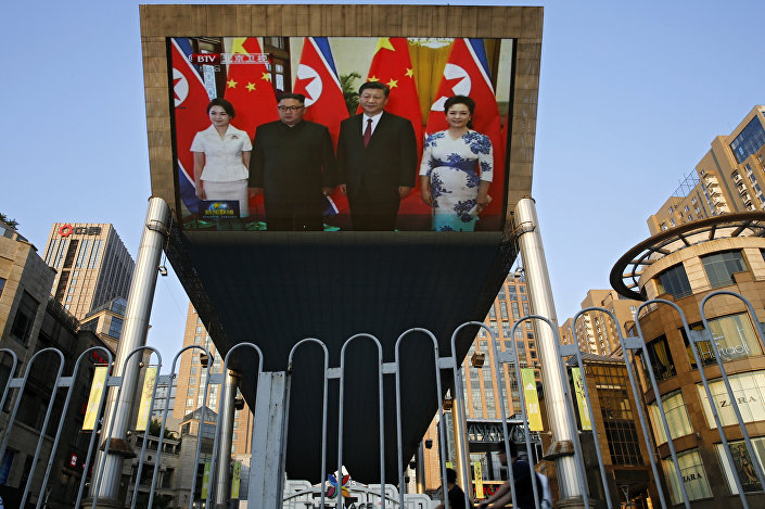 Şi-Kim görüşmesi Pekin'de dev ekranlardan yayımlandı
