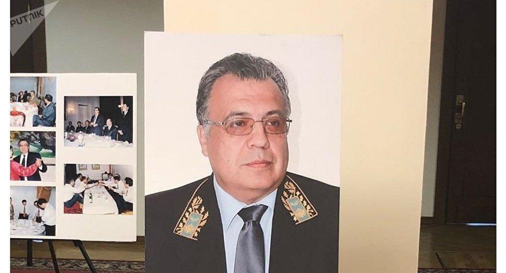 Duma'daki sergide yer alan  Rusya'nın eski Ankara Büyükelçisi Andrey Karlov'un portresi