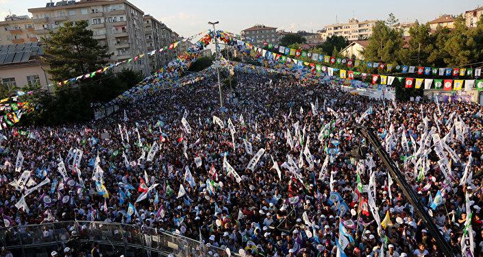 HDP'nin Diyarbakır mitingi İstasyon Meydanı'nda düzenlendi