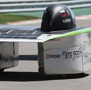 Rusya'da ilk güneş enerjili spor arabası test edildi