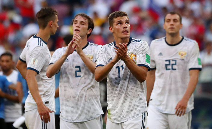 Karşılaşmadan 3-0 galip ayrılan ve A Grubu'nda üçte üç yaparak puanını 9'a çıkaran Uruguay lider, 6 puanlı Rusya ise ikinci olarak son 16 turuna kaldı.