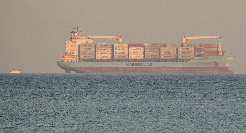 İtalya açıklarında sığınmacıları taşıyan Maersk gemisi