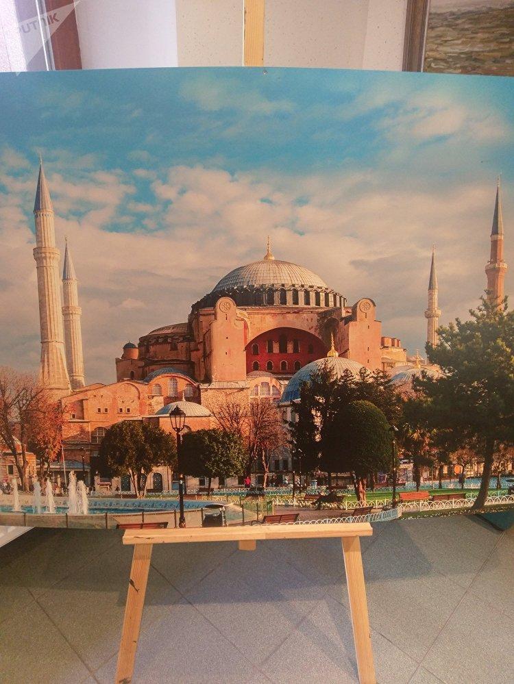 Rus-Türk Dostluk Akşamı programı sırasında sergilenen Ayasofya tablosu