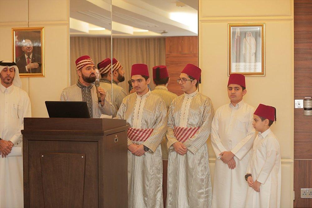 AA'nın haberine göre etkinlikte, Suriyelilerden oluşan bir ilahi grubu, Cumhurbaşkanı Erdoğan ve Türkiye'yi anlatan bazı şiir ve kasideleri seslendirdi