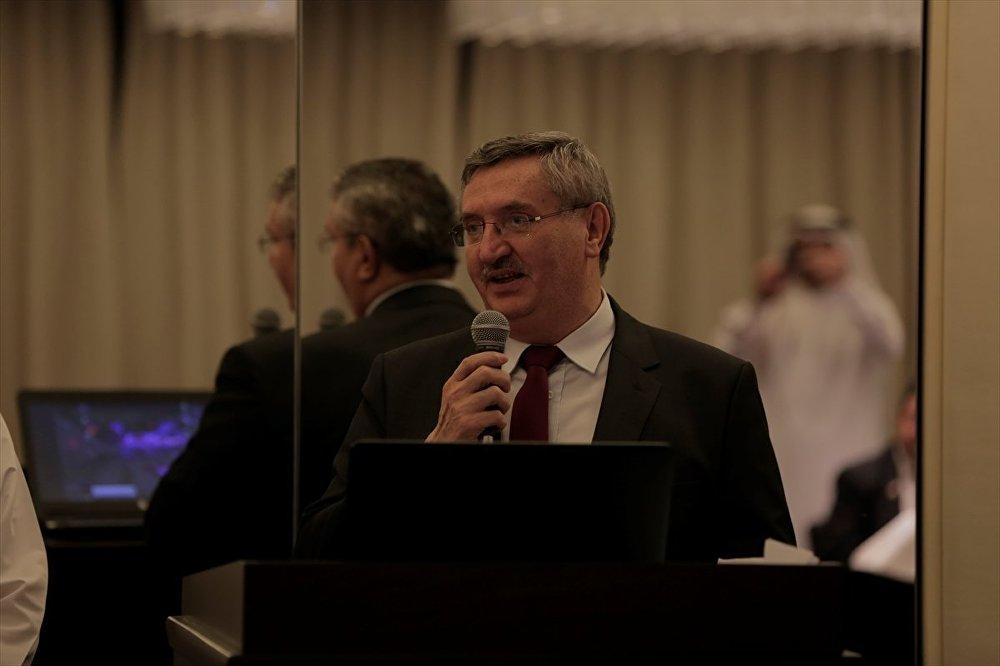 Etkinlikte konuşma yapan Büyükelçi Özer, Doha'daki Suriyelilere teşekkür ederek, etkinliğin, iki halk arasındaki derin ilişkileri ortaya koyduğunu belirtti. Özer, Türkiye'nin Suriyeli kardeşlerini ağırlamasının onlar için 'Ensar'ın Muhacirlere yaptığı gibi bir yardım' olduğunu ifade etti