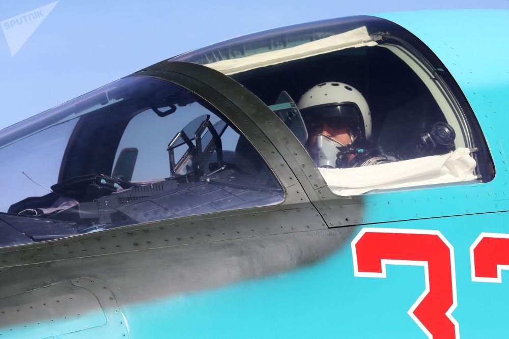 Dünyanın en etkili savaş uçağı olarak kabul edilen Rus yapımı Su-34