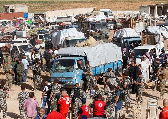 Lübnan'ın doğusundaki Arsal beldesinde ikamet eden Suriyeli mültecilerden 400'ü ülkelerine dönüş için yola çıktı.